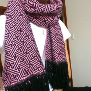 ✨2/$20✨Vintage Black and Pink Thick Pashmina Scarf